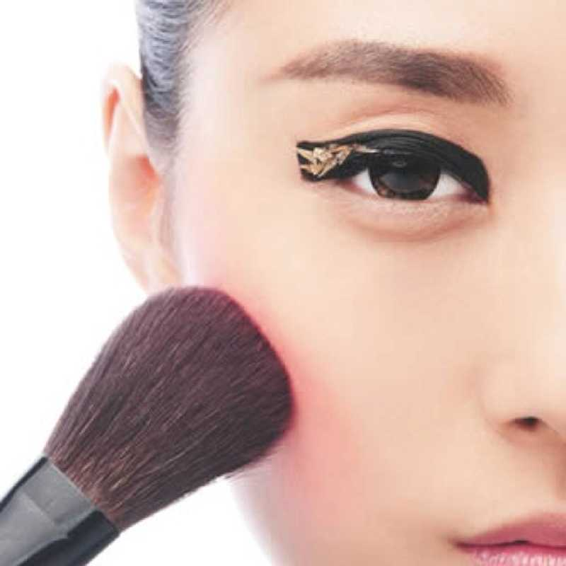 12 Chic Eyeliner Tips To Make You Stand Out From The Crowd 10