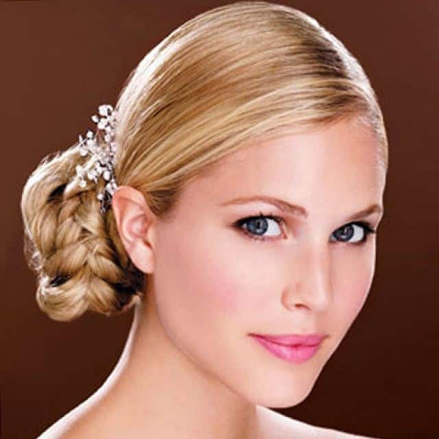 Easy Bun Hairstyles That Can Be Done In Just 5 Minutes. 10