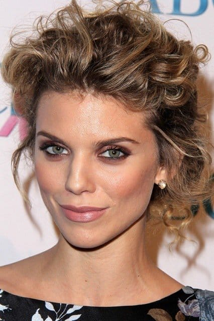 Easy Bun Hairstyles That Can Be Done In Just 5 Minutes. 2