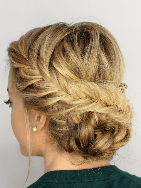 Easy Bun Hairstyles That Can Be Done In Just 5 Minutes. 6