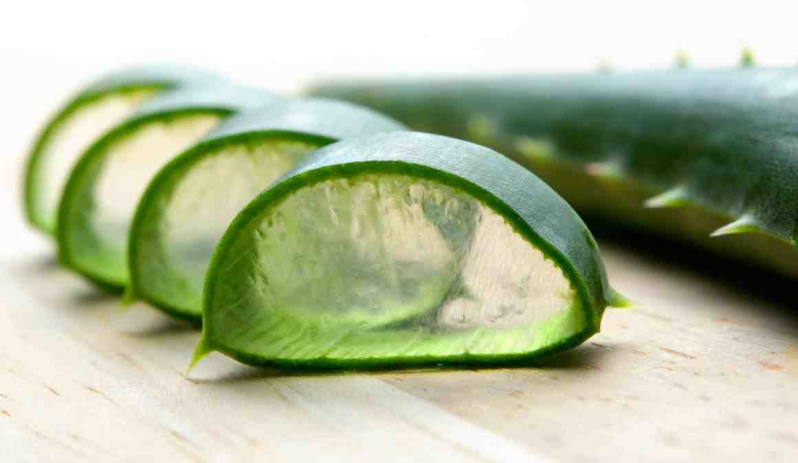 Get Glowing, Smooth And Clear Skin Just By Using Aloe Vera Gel. 3