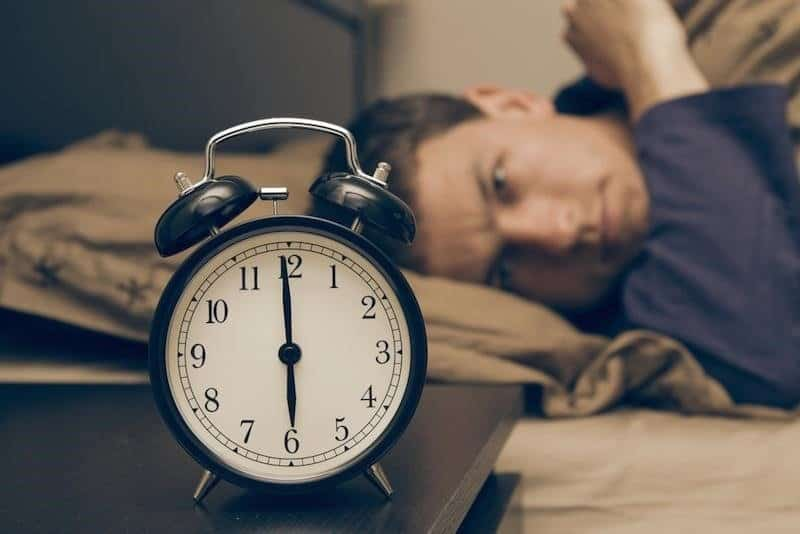 8 ways to get up effortlessly in the morning. 4