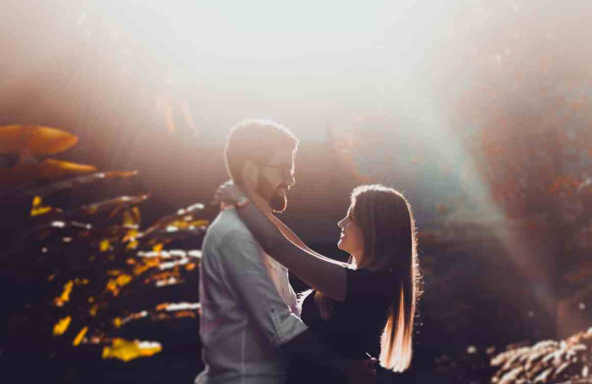 Check What Type Of Hug Reveals The Secret Of Your Relationship 3