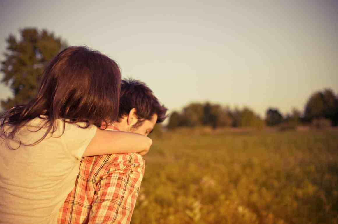 Check What Type Of Hug Reveals The Secret Of Your Relationship 6