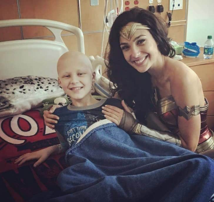 Gal Gadot Visit The Children Hospital By Taking A Special Off From Her Work 3