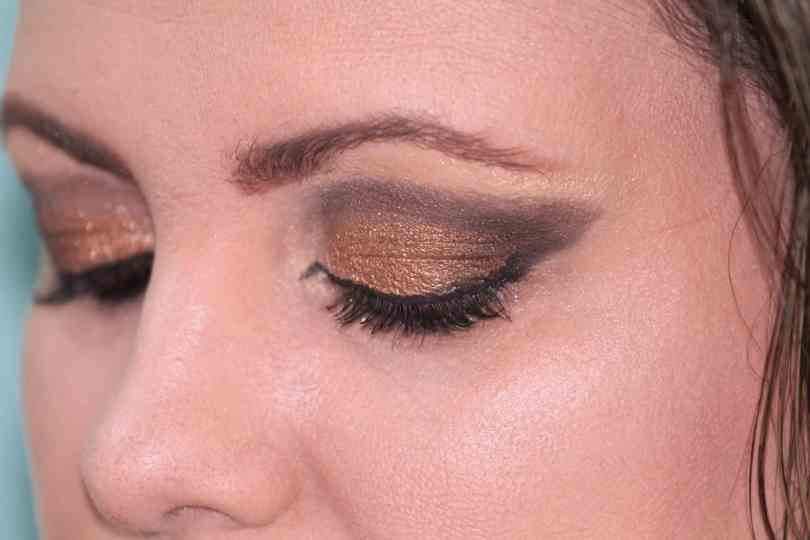 Tricks That Will Help Your Eyeliner Stay Longer 8