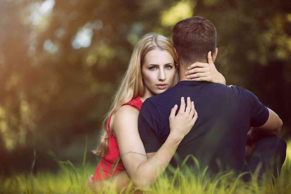 11 Hugs That Reveals A Lot About Your Relationship 1