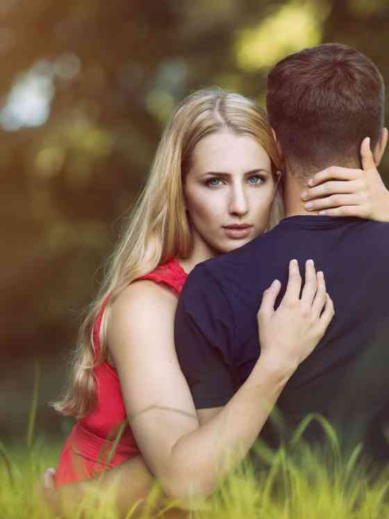 11 Hugs That Reveals A Lot About Your Relationship 65