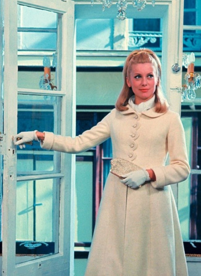 15 Best And Iconic Dresses Of All Time 7