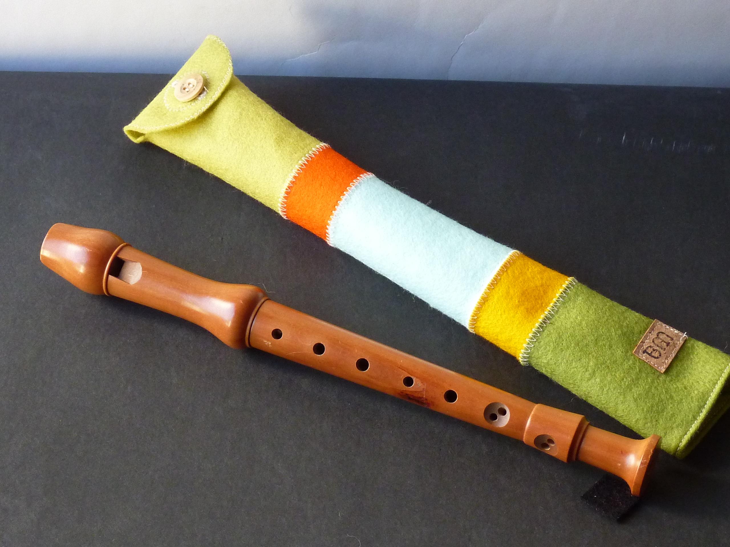 Flötenetui aus Wollfilz, gestreift