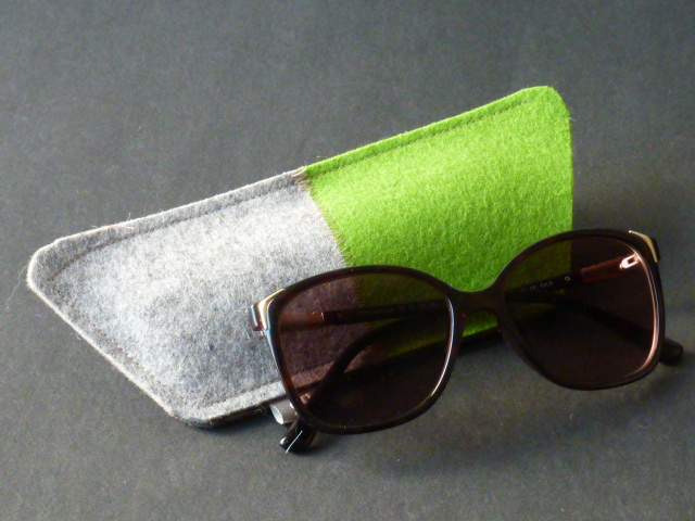 Brillenetui aus grünem Filz