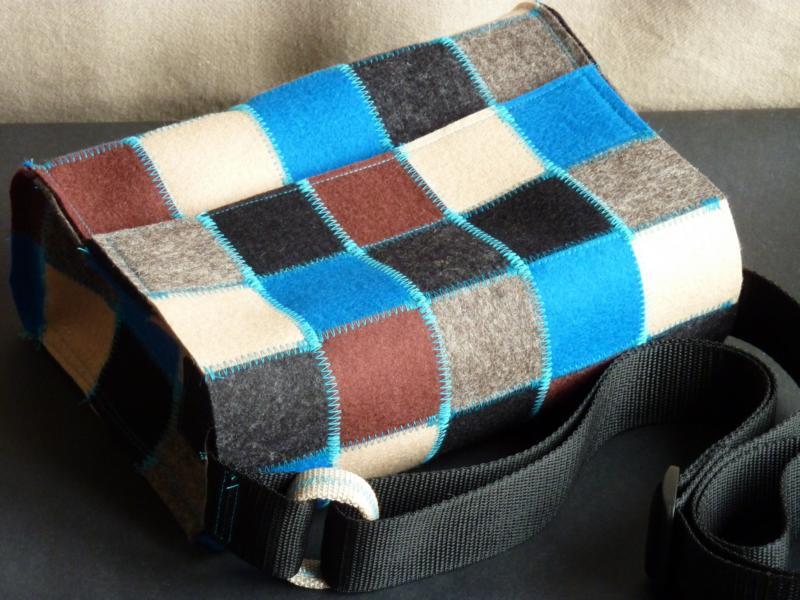 Handtasche, gepatcht aus Wollfilz