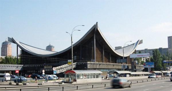 Киевский Дом мебели с легендарной крышей получит новый ...