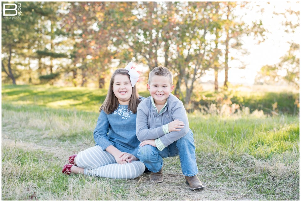 Nacogdoches photographer children portrait session with boy and girl in field area