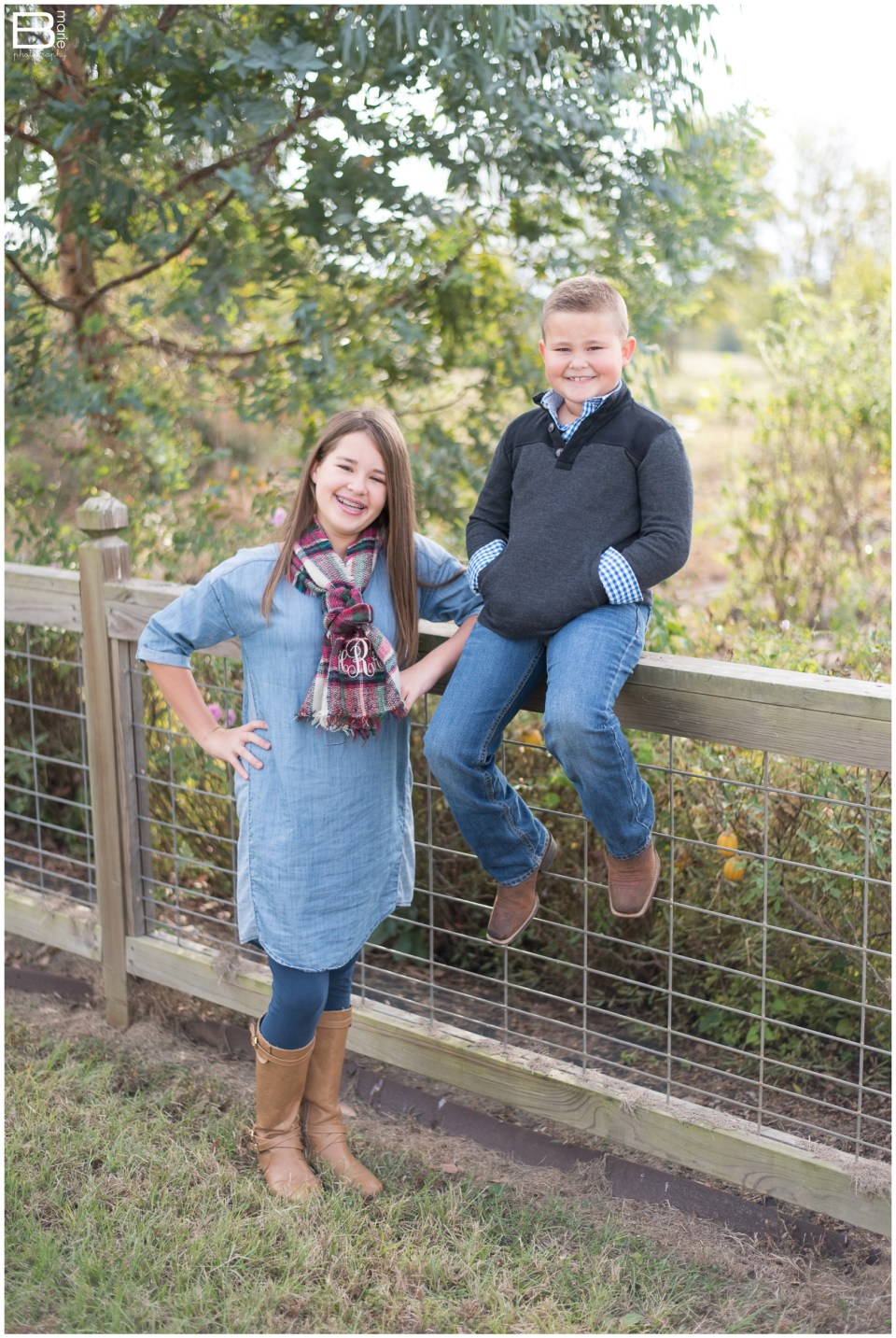 Kingwood family photographer image of siblings in open field and botanical area