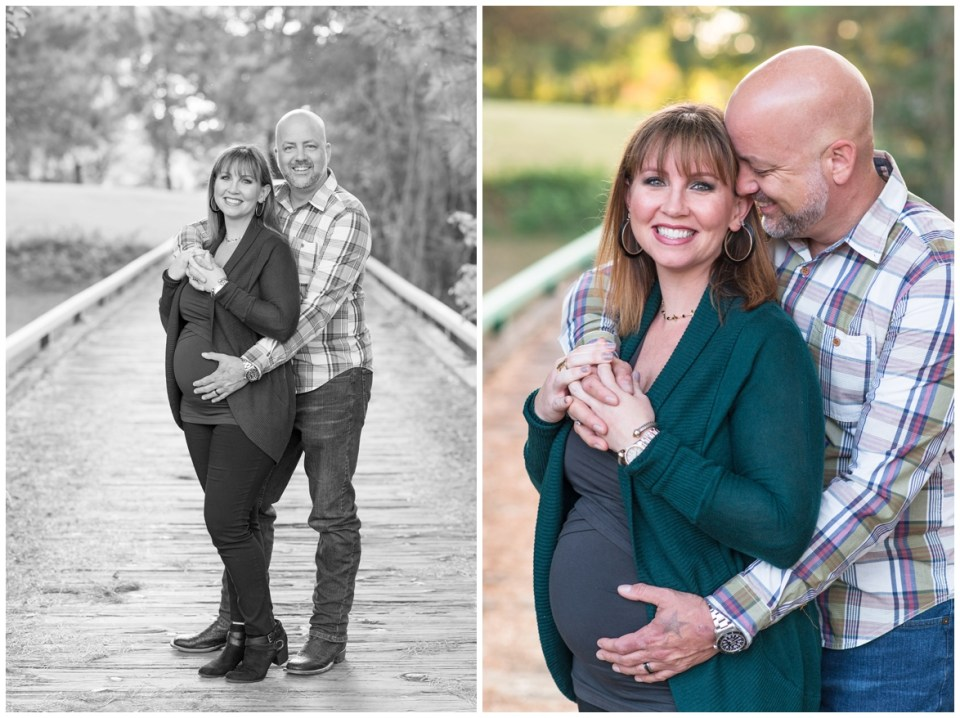 Kingwood photographer's family/maternity portrait session with family of 3