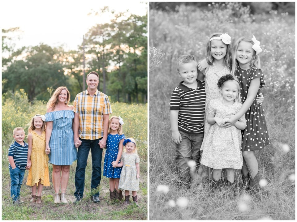 Kingwood family photographer mini session with family of six in natural, outdoor setting