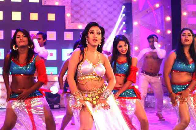 sadia afrin dances with hot item song bangla film
