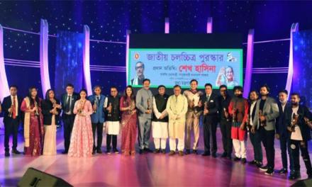 বিজয়ীদের হাতে 'জাতীয় চলচ্চিত্র পুরস্কার ২০১৯'