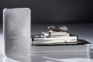 The Pros & Cons of Investing in Silver Bullion | BullionBuzz