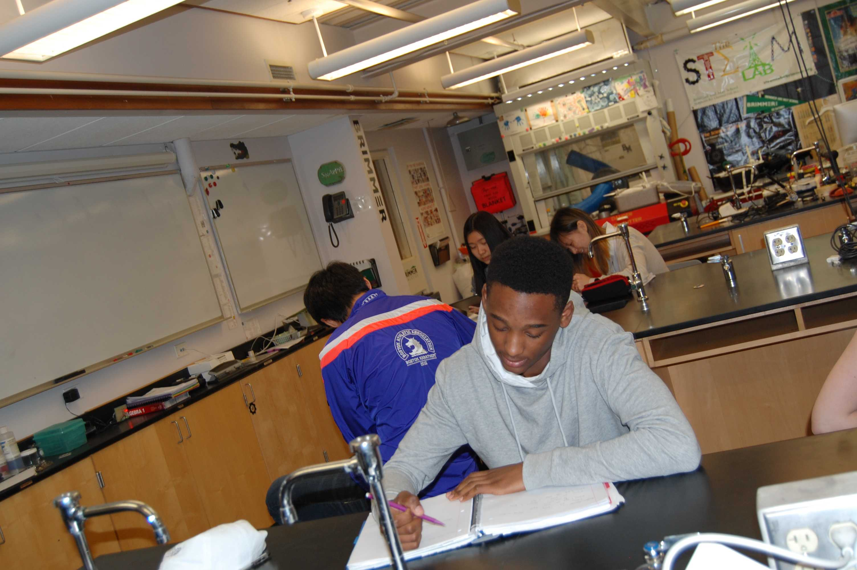 Students conduct experiments in existing science rooms. Photo by Noa Schabes '17