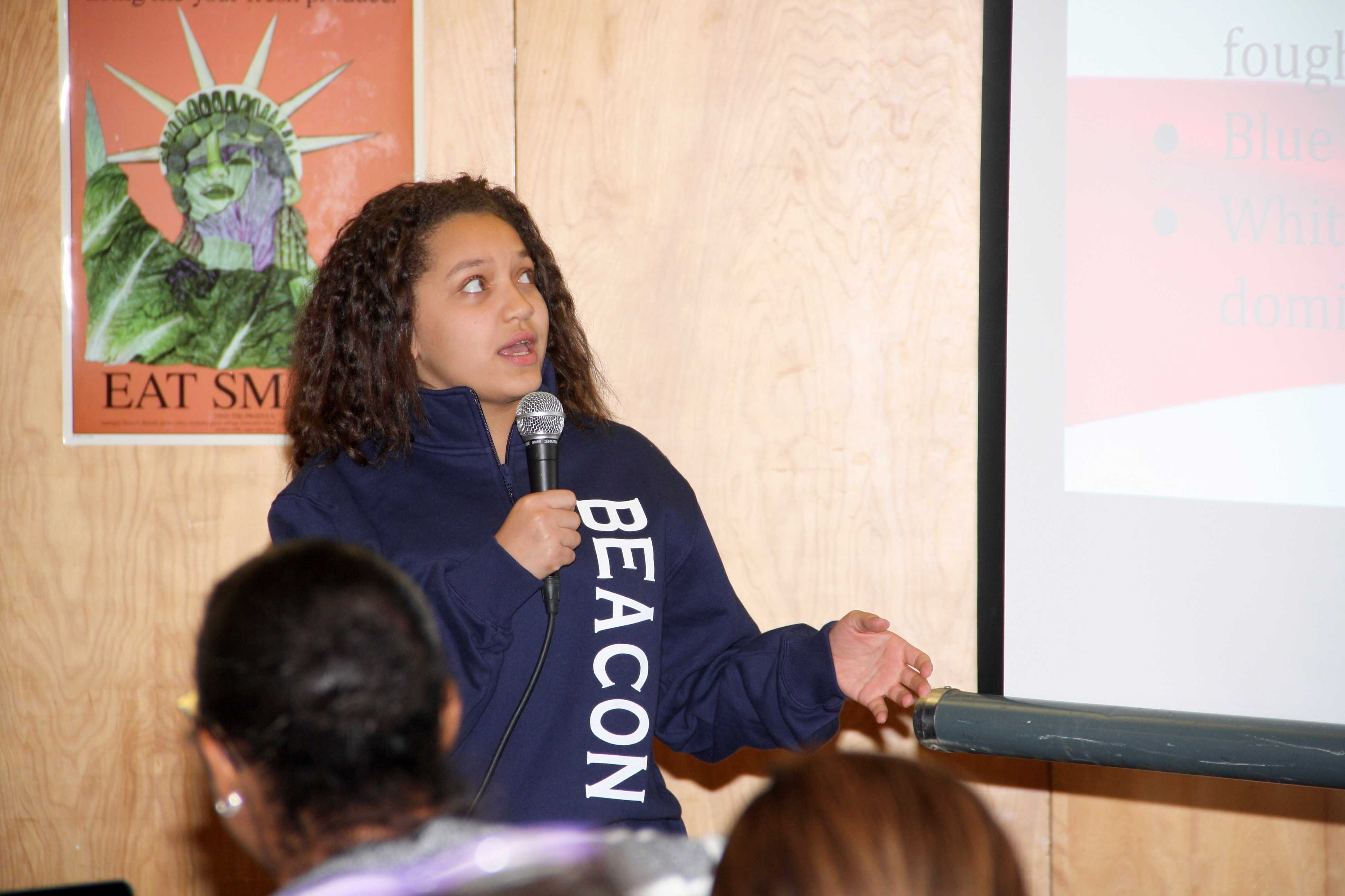 Nayely Pena '20 presents on the Dominican Republic.