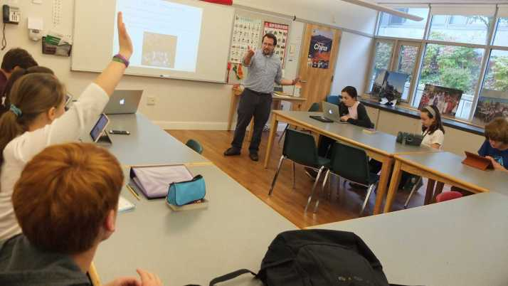 Dean of Students Paul Murray teaches his 9th grade English class. Photo by Noa Schabes '17.