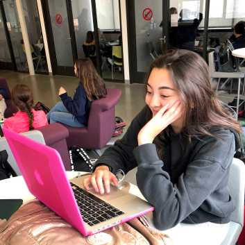 Paola Mammano '20 studies for a French quiz.