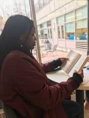 Ayanna Jefferson '22 reads outside of the learning commons (photo by Molly McHugh '21).