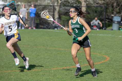 Angelina Nur Dervisevic '21 pushes the offense forward. Photo by David Barron.