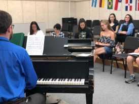 Choir Teacher Scott Koven conducting greenline. Photo By Sita Alomran '19