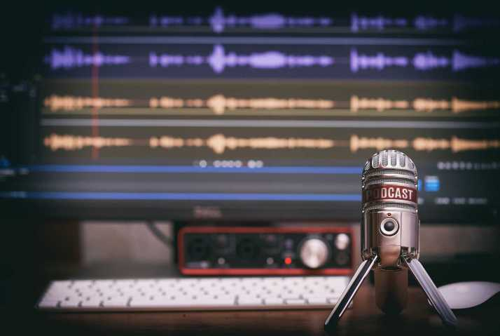 Microphone With A Podcast Icon