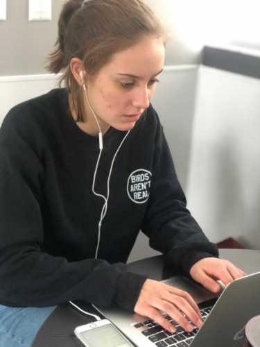 Ella Meranus '20 typing up her gator interviews. Photo By Sita Alomran '19.