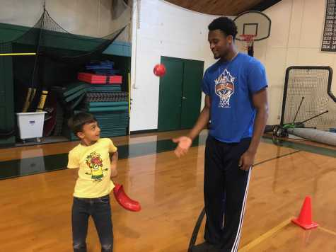 Last year, Jordan Minor '19 interned with Athletic Director Jeff Gates for his Senior Project, helping in a Lower School gym class.