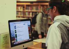 Neel Kumar '22 browses through eBooks in using an online library database.