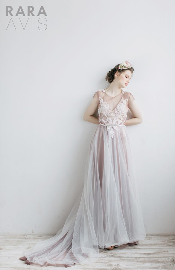 Dreamy Romantic Rara Avis Wedding Bloom Collection Be Modish
