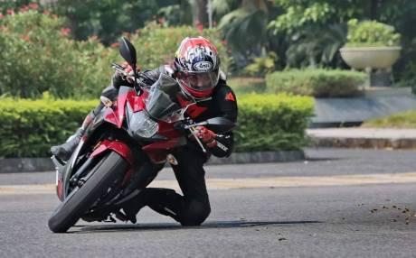 suzuki-gsx-250r-merah-strip-hitam-bmspeed7-com_