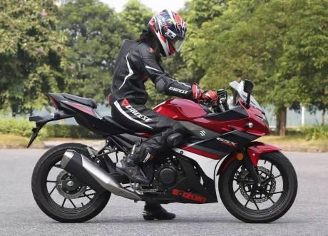 suzuki-gsx-250r-merah-strip-hitam-bmspeed7-com_2