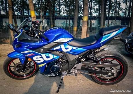 Suzuki GSX250R biru hitam