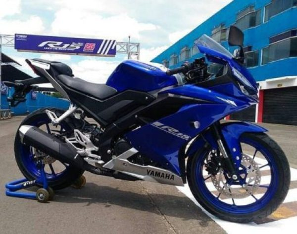 all-new-yamaha-r15-warna-biru