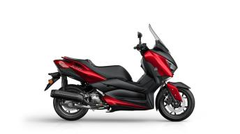 2018-Yamaha-XMAX-125-ABS-EU-Radical-Red-Foto-Studio-89