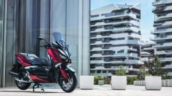 2018-Yamaha-XMAX-125-ABS-EU-Radical-Red-Static-001