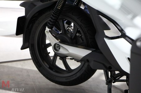 Honda-PCX-EV-Hybrid-TMS2017_3