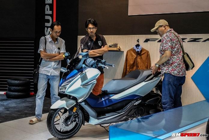 Honda Forza Putih