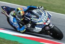 Pembalap Motop Pakai Helm KYT