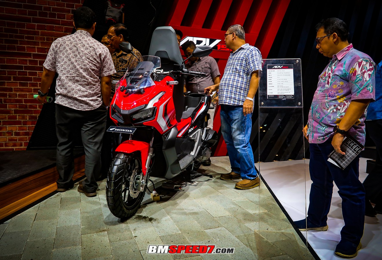 Honda ADV 150 Advanced Red
