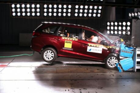 Honda Mobilio yang dilengkapi fitur keselamatan Airbag
