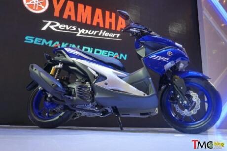 Tampak samping Yamaha Aerox 155 Race blue