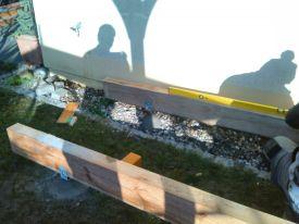legen der Terrassenbalken für den Belag
