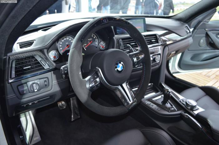2014-BMW-M4-M-Performance-Zubehoer-Innenraum-Lenkrad-Alcantara-03
